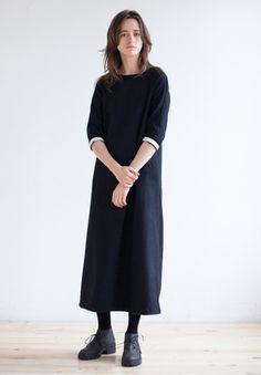 Черное платье макси из шерсти