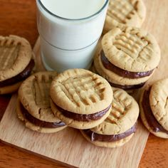 HAVE to try these! Peanut Butter Sandwich Cookies With Nutella Marshmallow Cream Cheese Filling Recipe
