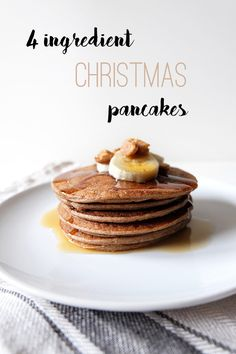 Pancakes don't have to be unhealthy, in fact they can be very healthy and satisfying. And because Christmas is slowly approaching I decided to take a little spin on the traditional vegan pancake re… Vegan Gluten Free, Vegan Vegetarian, Christmas Pancakes, Banana Milk, Vegan Kitchen, Non Stick Pan, Breakfast In Bed, 4 Ingredients, Breakfast Recipes