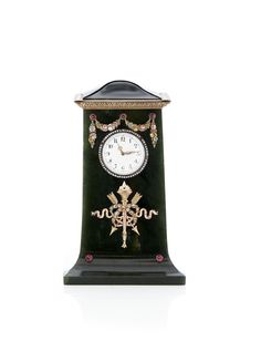 Fabergé at Koldinghus: Table clock in gold, nephrite and rubies. White enamel face with gold hands encircled by rose-cut diamonds. Property of the Royal Danish Collection at Amalienborg