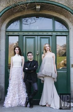 (Left to Right) Model Faye Dinsmore, New York fashion designer and member of the CFDA Christian Siriano, and model Clara Mc Sweeney pose at Ballynahinch Castle Hotel Dewy Skin, Christian Siriano, Blusher, Dream Hair, Bridesmaid Dresses, Wedding Dresses, Model Agency, Covergirl, New York Fashion