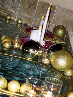 Holiday Poolside Decor: DIY Christmas Balls, Golden Hoops and LED candles! Set the mood!  #Holiday #PoolsideDecor #Christmas