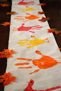 hand print turkey table runner for fall thanksgiving