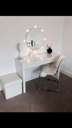 Adorable Makeup Table Idea 3