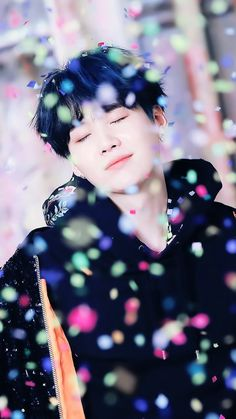 Min Yoongi is a famous rapper. Park Jimin runs a fan account dedicated to said rapper. Maybe Jimin will become more than just a fan. Bts Suga, Min Yoongi Bts, Bts Taehyung, Bts Bangtan Boy, Jhope, K Pop, Namjoon, Foto Bts, Daegu