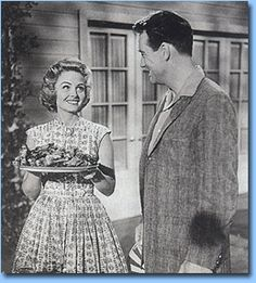 Exit Donna Reed and Father Knows Best Photo Vintage, Vintage Tv, The Donna Reed Show, Beatnik Style, Tv Moms, My Three Sons, Father Knows Best, The Andy Griffith Show, White Tv