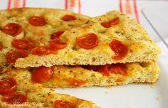 Focaccia, co dodat, znáte jiuž všichni, je výborná, rychlá na přípravu a každý si na ní určitě pochutná. Pizza je její bohatější příbu...