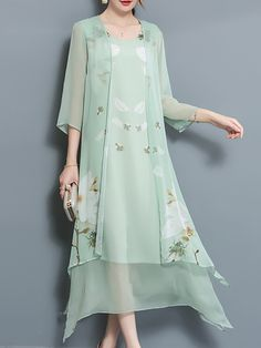 Casual style for any occasion Light green chiffon skirt, loose version, look very relaxed. Chiffon Maxi Dress, Floral Midi Dress, Cheap Dresses, Casual Dresses, Vintage Dresses Online, Two Piece Dress, Classy Dress, Women's Fashion Dresses, Abaya Fashion