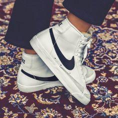 Buy online Nike Blazer Mid 77 VNTG in White / Black asphaltgold Grunge Look, 90s Grunge, Style Grunge, Soft Grunge, Grunge Outfits, Tennis Shoes Outfit, Nike Tennis Shoes, Vintage Sneakers, Vintage Shoes