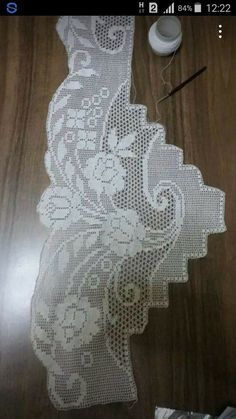 This post was discovered by Sa Crochet Curtains, Crochet Doilies, Hobbies And Crafts, Diy And Crafts, Filet Crochet, Yarn Crafts, Crochet Clothes, Pattern, Crochet Bikini