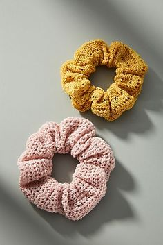 Kelly Ponytail Holder Set (With images) Crochet Home, Cute Crochet, Crochet Crafts, Crochet Yarn, Crochet Hair Accessories, Crochet Hair Styles, Knitting Projects, Crochet Projects, Crochet Designs