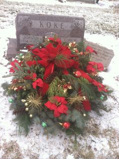 Grave blankets I make to sell Christmas Flowers, Christmas Tree Farm, Christmas Crafts, Christmas Decorations, Holiday Decor, Grave Flowers, Cemetery Flowers, Funeral Flowers, Funeral Flower Arrangements
