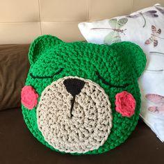 Cojín Teo de ganchillo hecho con Air Cotton de Casasol Kids Rugs, How To Make, Home Decor, Crochet Animals, Pillows, Room, Cushions, Amigurumi, Blue Prints