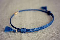 Bracelet damitié claire tressé avec noeuds coulissants en