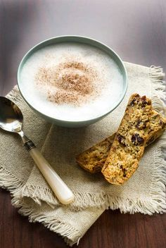Gluten-, milch- und zuckerfreie Cranberry-Pistazien- #Cantuccini von Carol Kicinski | American Pistachio Growers