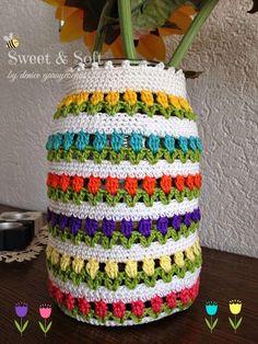 FORRANDO CON TULIPANES | Manualidades Crochet Lamp, Crochet Cup Cozy, Cute Crochet, Crochet Crafts, Crochet Doilies, Crochet Projects, Crochet Designs, Crochet Patterns, Crochet Jar Covers