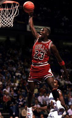 Scottie Pippen and Michael Jordan Michael Jordan Dunking, Mike Jordan, Michael Jordan Basketball, Best Nba Players, Basketball Players, Basketball Tattoos, Basketball Hoop, Basketball Socks, Basketball Legends