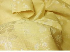 "56"" W Woven Vintage Rose Garden Floral Print Yellow Cotton Linen Fabri – Fabric Cult"