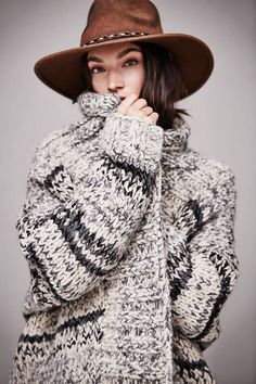 Free People Womens Hold Me Tight Cardi from Free People. Shop more products from Free People on Wanelo. Knit Fashion, Boho Fashion, Chunky Knit Cardigan, Chunky Wool, Gray Sweater, Sweater Cardigan, Look Boho, Bohemian Mode, Mode Editorials