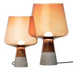 4 fine lamper - Rumid Iitalla Fås i to størrelser, diam. 20 x h 30 cm, 3.499 kr., diam. 25 x h 38 cm, 3.999 kr.