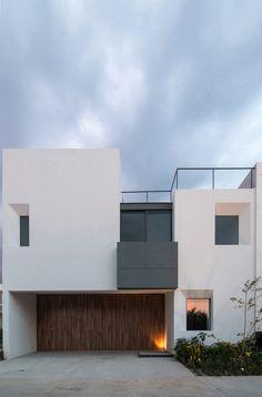 Gallery of Sole Houses / SANTOSCREATIVOS + VTALLER - 5