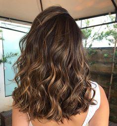Brown Hair Balayage, Brown Hair With Highlights, Brown Blonde Hair, Hair Color Balayage, Brunette Hair Highlights, Brunette Hair Colors, Gold Brown Hair, Caramel Balayage Highlights, Medium Brunette Hair