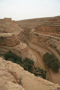 Mides. Mides. It is located in southern Tunisia and is composed of overlapping layers of rock being carved by the River Oued, served as the backdrop for the movie English Patient, the area is 5000 square kilometers