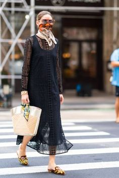 Estilo Olivia Palermo, Olivia Palermo Lookbook, Olivia Palermo Style, 70s Fashion, Fashion 2020, Look Fashion, Minimalist Fashion Women, Evening Outfits, Vogue