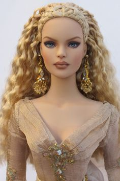Prego: My favorite dolls from It was a good year. Here are my Tonner repaints by Halo Repaints. Barbie Wedding Dress, Barbie Dress, Barbie Clothes, Beautiful Barbie Dolls, Pretty Dolls, Fashion Royalty Dolls, Fashion Dolls, Realistic Barbie, Model Face