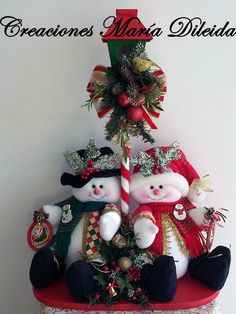 Ideas para Decoracion con Monos de Nieve de Fieltro Christmas Room, Christmas Fabric, Christmas Items, Christmas Snowman, Christmas Projects, Christmas Wreaths, Christmas Ornaments, Felt Crafts Diy, Snowman Crafts