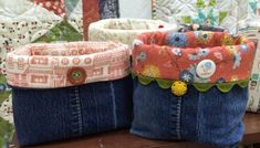 New sewing projects denim fabric basket ideas Sewing Machine Cake, Sewing Machine For Sale, Machine Embroidery Projects, Purse Patterns Free, Burlap Roses, Sewing Art, Sewing Ideas, Pillow Fabric, Basic Grey