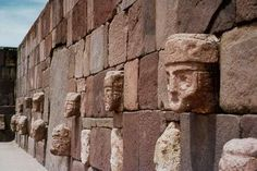 Archaeologists discover mysterious ancient funeral rite in the Andes: Tiahuanaco- The wall of the faces.