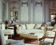 Love this subtle but curvy Louis XV reminiscent style right now, I want everything to be like this..Image via InteriorDesign.net