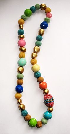 Natalia Garcia de Leaniz - not keen on the colours but like the style - and why didn't I think of mica powder beads? Fabric Jewelry, Beaded Jewelry, Handmade Jewelry, Beaded Necklace, Beaded Bracelets, Necklaces, Polymer Clay Necklace, Polymer Clay Beads, Polymer Clay Crafts