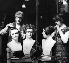 Demonstrating the trendy new short hairstyles on mannequin heads during the Drapery and Textile Exhibition at the Royal Agriculture Hall, London. Mannequin Display, Mannequin Heads, Artist Mannequin, New Short Hairstyles, Vintage Hairstyles, Roaring Twenties, The Twenties, Store Mannequins, Retro Updo