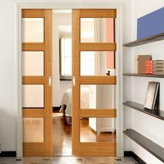 puertas dobles con marcos de madera