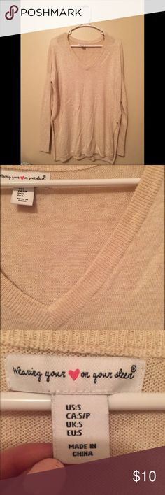 "💋Oversized Cream Sweater!❄️ Extremely comfy, oversized cream sweater from a local boutique. It is long but still flattering with the 5"" slits on the side. It's made out of super soft material. Never worn, in great condition! From a pet-free/smoke free home. No trades, but feel free to make me an offer!💙 Wear your heart on your sleeve Sweaters V-Necks"