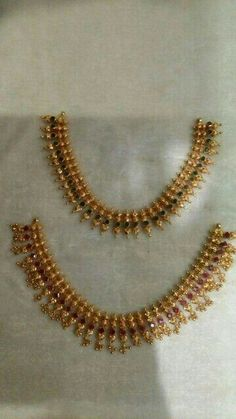 Gold Necklace Simple, Gold Jewelry Simple, Necklace Set, Gold Earrings Designs, Gold Jewellery Design, Necklace Designs, India Jewelry, Jewelry Patterns, Beaded Jewelry