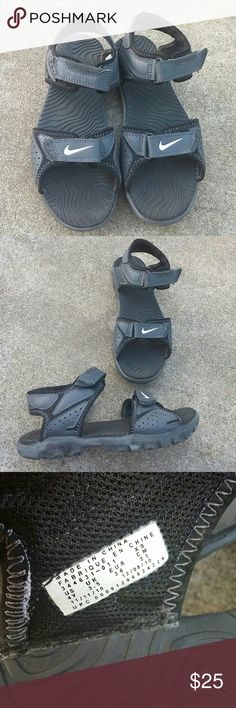 ⚡Final Price⚡Nike sandals boys 4Y or womens size 6 In very good condition Nike Shoes Sandals