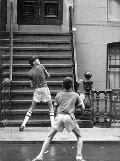 Kids playing stoopball