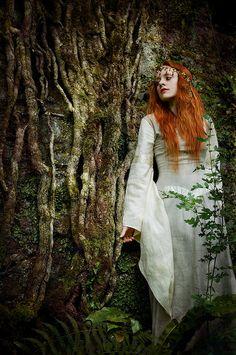 Pre-Raphaelite Mahri, forest maiden, fantasy, medieval