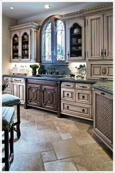 Tuscan design ideas - furniture and kitchen design elements Wood Floor Kitchen, Kitchen Flooring, Kitchen Paint Colors With Cherry, Old World Kitchens, Tuscan Kitchens, Elegant Kitchens, Antique Kitchen Cabinets, Rustic Cabinets, Ivory Cabinets