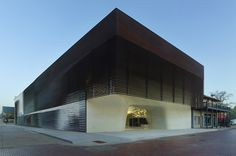Architecture -   New Orleans firm Trahan Architects used over a thousand cast stone panels to create the undulating interior of this museum in Natchitoches, Louisiana.
