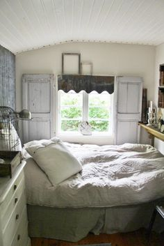 ♕ cozy cottage bedroom, the bed would have to be single and it would need to be ALOT tidier to be in my house :)