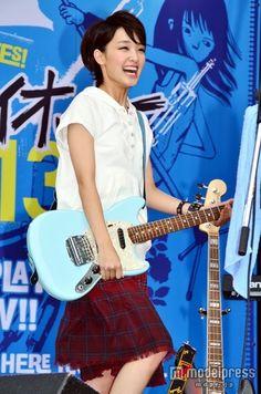 (画像4/8) 剛力彩芽 - 剛力彩芽、ギターかき鳴らし「世界で一番熱い夏」宣言