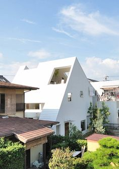 Another cool white house in the midst of 'so-so' houses.  Montblanc House