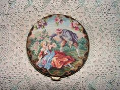 ANTIQUE-VTG-TRADE-MARK-PETIT-POINT-NEEDLEPOINT-SCENIC-PORTRAIT-COMPACT-FOR-PURSE