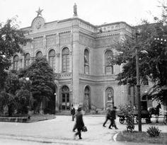 Csokonai Színház (1954) Budapest, Louvre, Street View, History, Building, Travel, Construction, Trips, Buildings