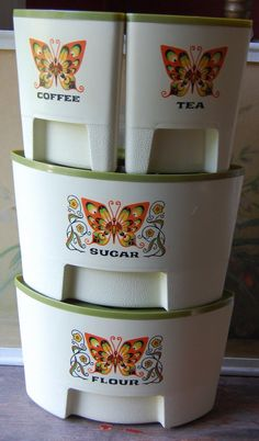 1970's Set of 4 Kitchy Butterfly Corner Canister Set In Orange And Avocado Green