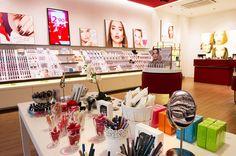"""Montebelluna (TV) - Negozio Glossip Make-up presso il centro commerciale """"Luna"""" in Piazza Vienna, 1"""